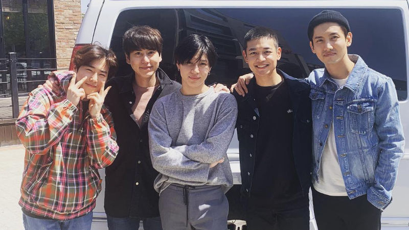 기사 대표 이미지:[SBS Star] SUHO·KyuHyun·TAEMIN·Max Changmin Send MINHO Off to the Military Training Center