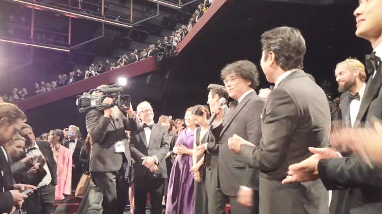 Parasites' Standing applause from the Khan     Korea's first 'Golden