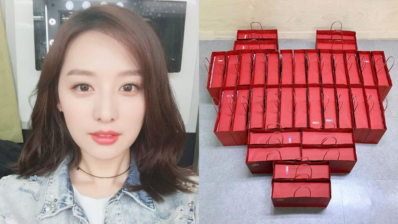 기사 대표 이미지:[SBS Star] Kim Jiwon Buys a Surprise Gift to Her Agency Staff Members
