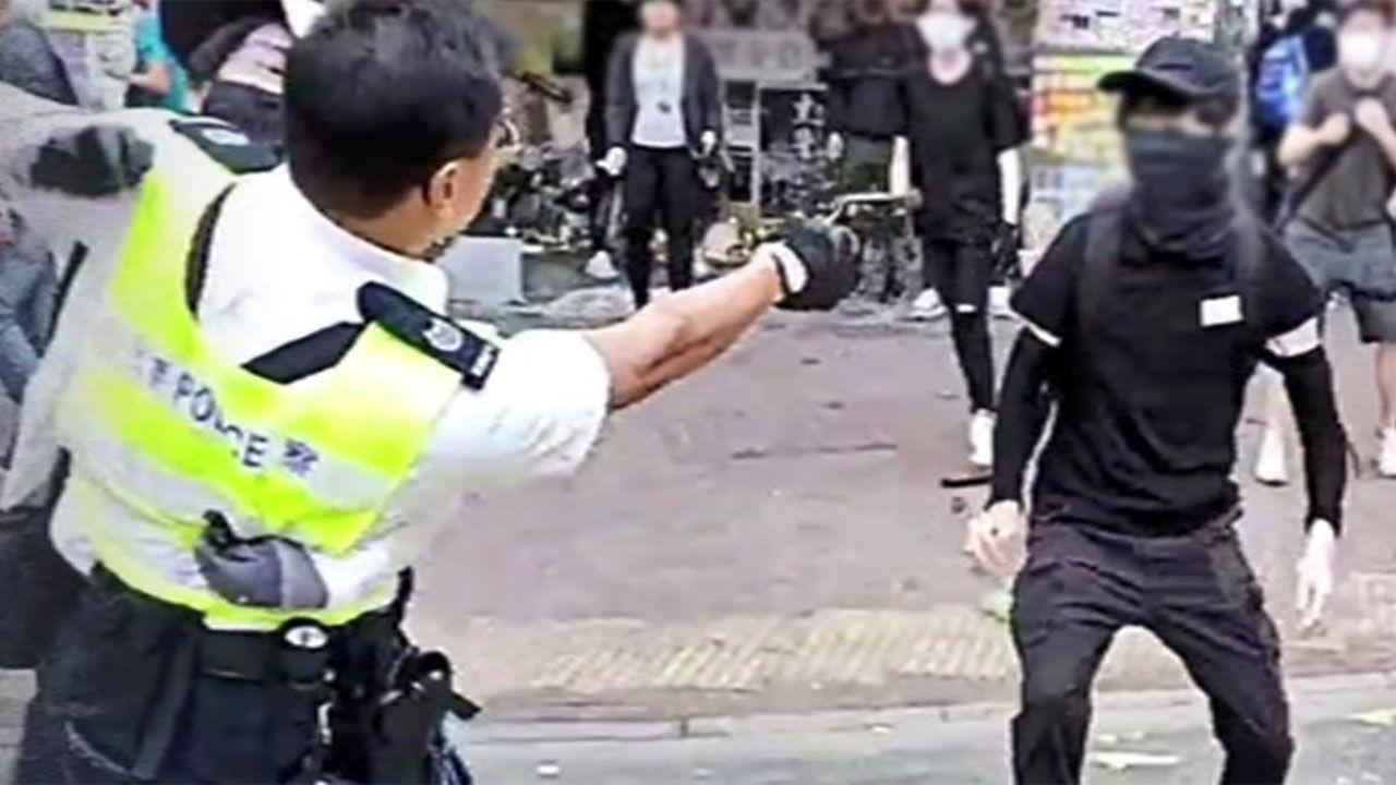 홍콩 경찰 시민에 실탄 발사