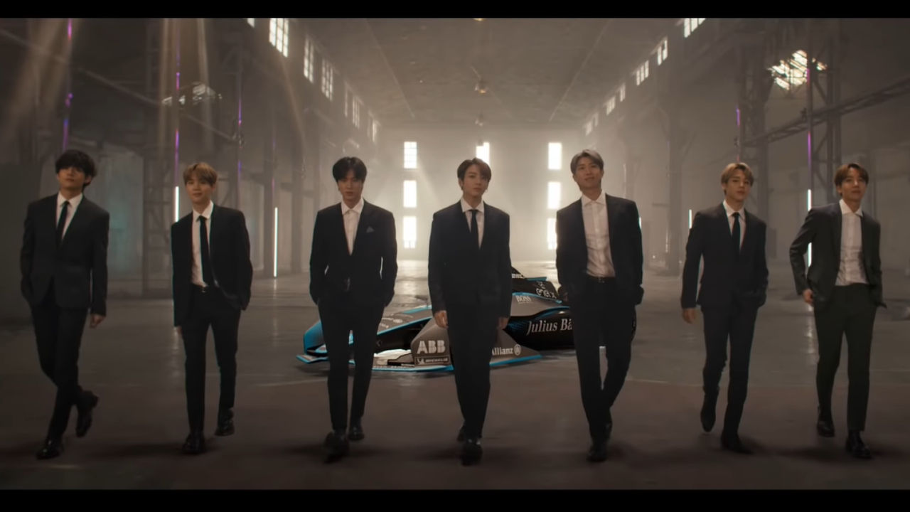 기사 대표 이미지:[SBS Star] VIDEO: BTS Suits Up in Black for New Formula E Campaign