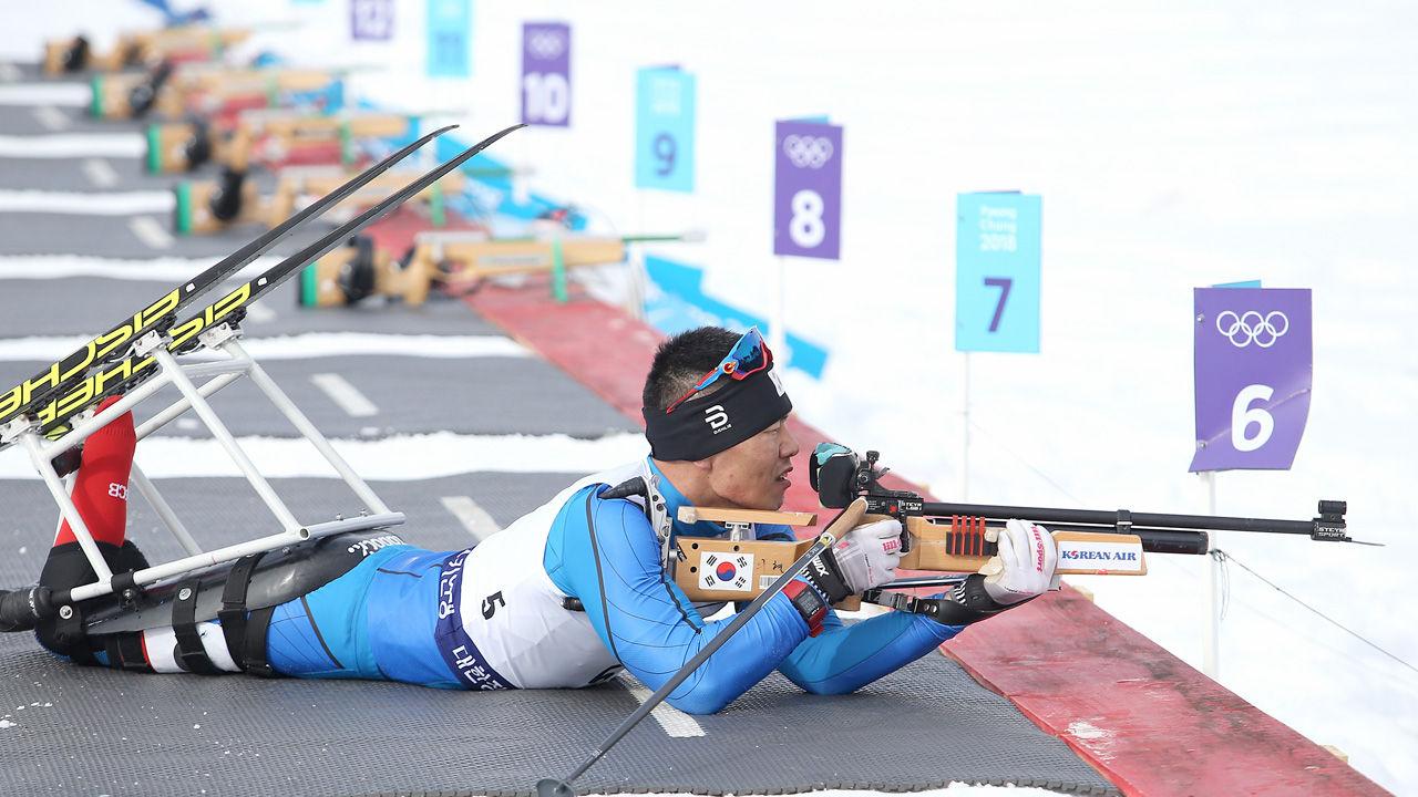 2월 12일(수) 강원도 알펜시아리조트에서 진행된 제17회 전국장애인동계체육대회 바이애슬론 경기에서 금메달을 획득한 신의현(충남)선수가 사격을 하고 있다.