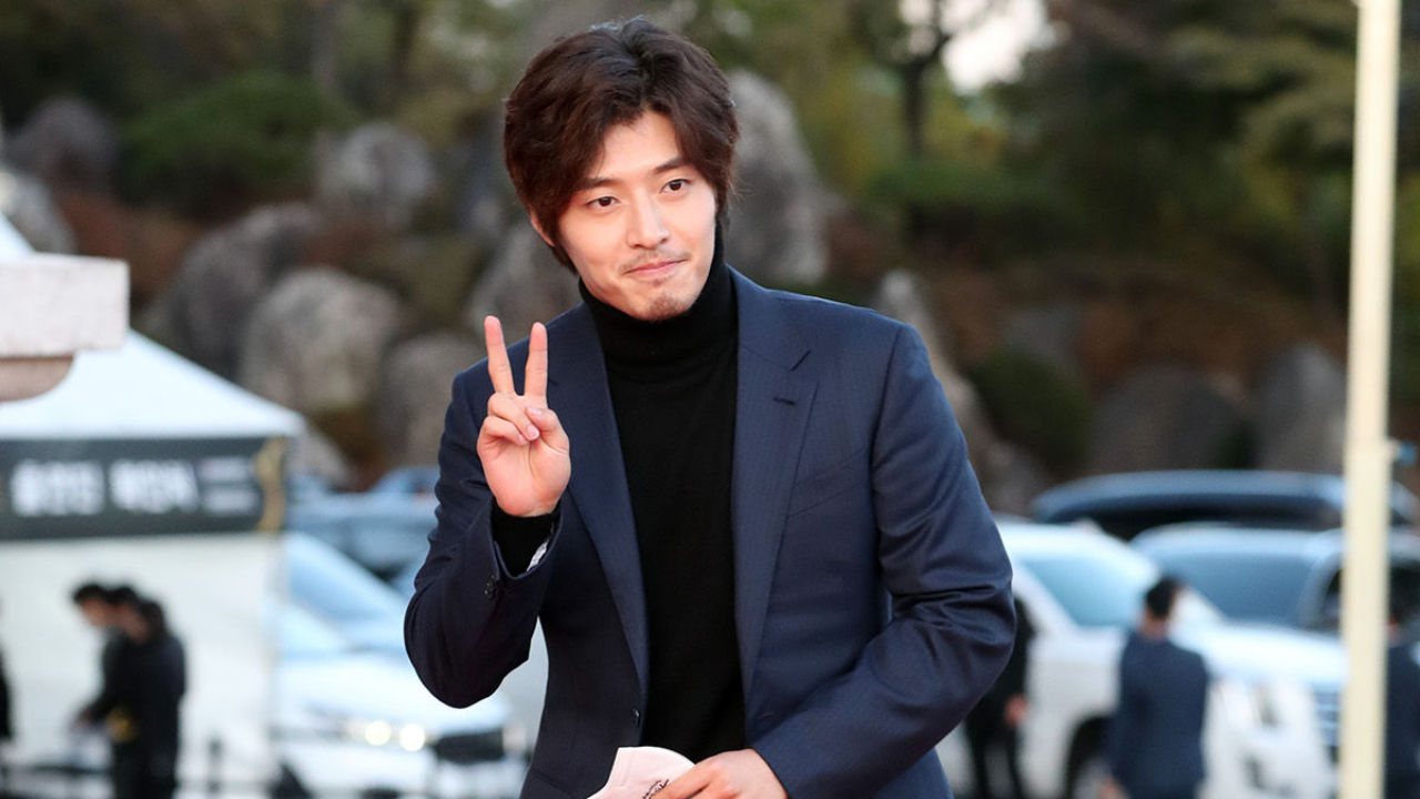 기사 대표 이미지:[SBS Star] Kang Ha Neul Apologizes to Fans for Growing a Beard