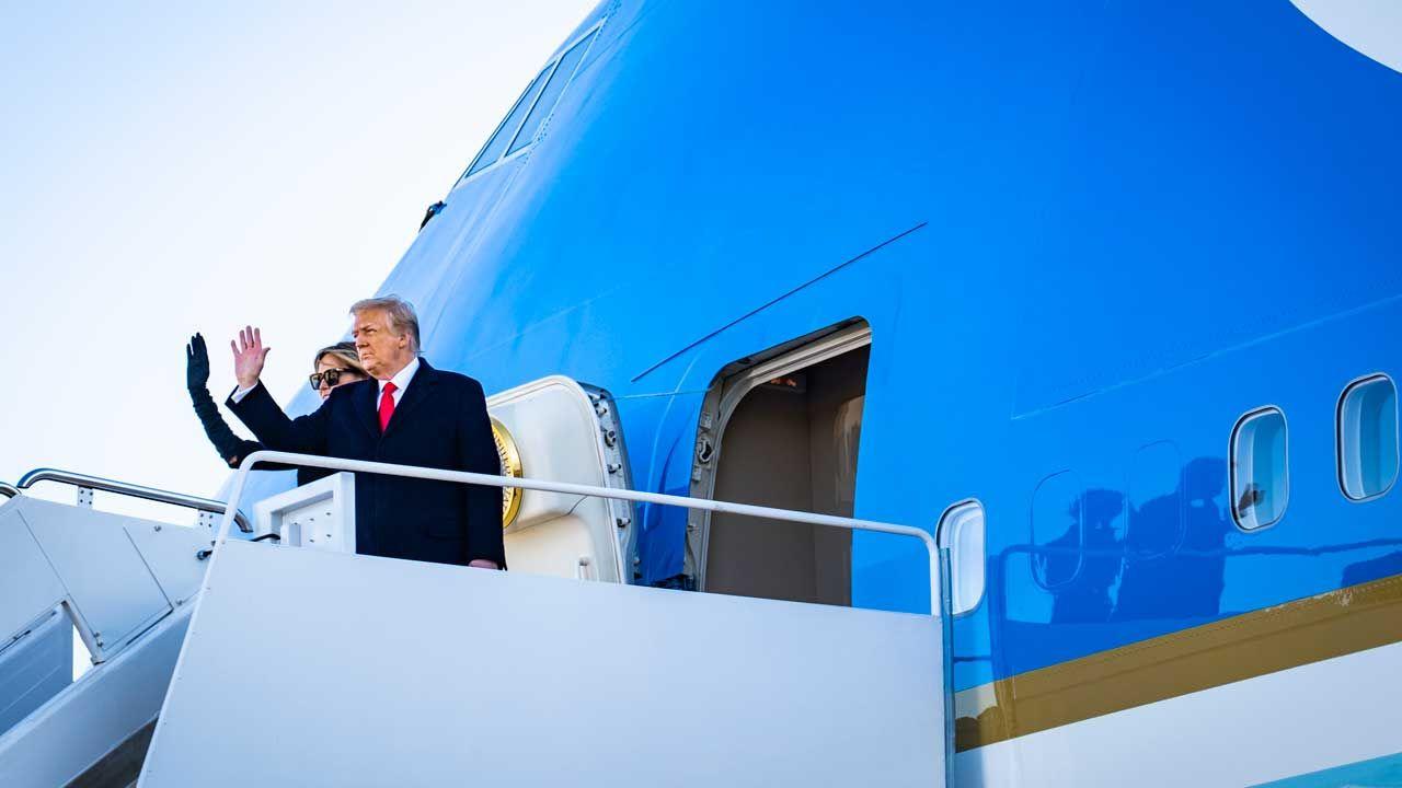트럼프는 백악관을 떠났다 … 취임식 결석과 역사로의 고별