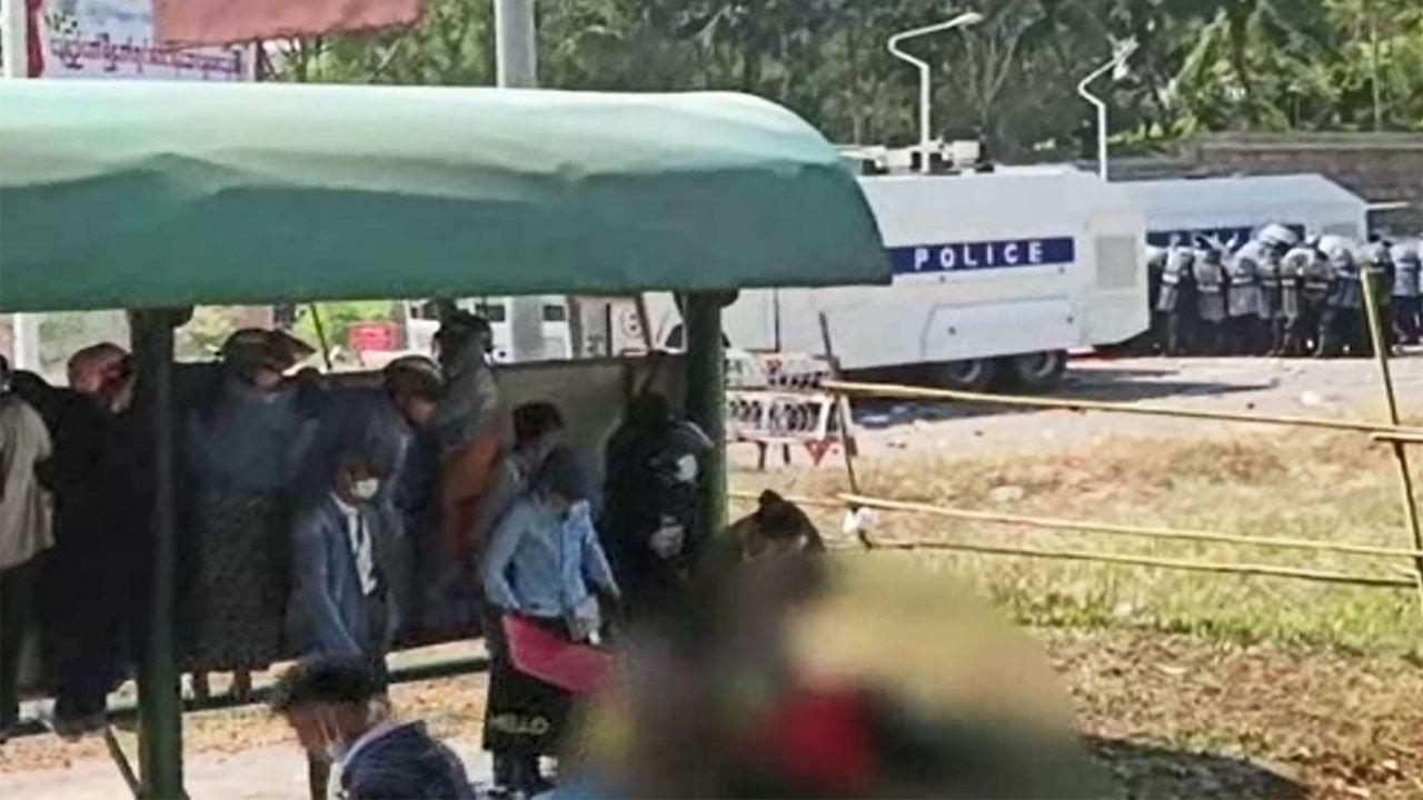 탄약에 맞은 시위대 2 명이 심각한 상태에있다 미얀마는 결국 유혈