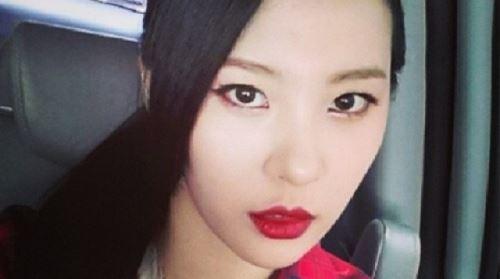 선미 흑발 셀카 '발랄한 소녀의 섹시한 숙녀로의 변신' 눈길