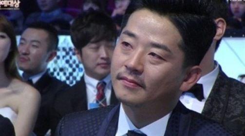 'KBS연예대상' 김준호, 개그맨 동료들 응원 메시지에 눈시울 붉혀