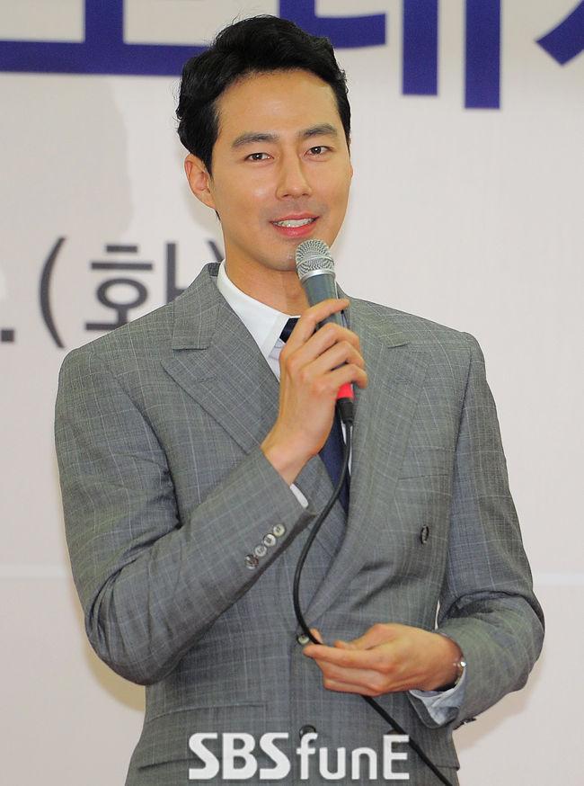 조인성, 오랜친구 김기방 결혼식 사회 '특급 의리'  기본이미지