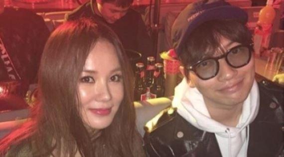엄정화, 이동휘와 찰칵…'남매 케미'