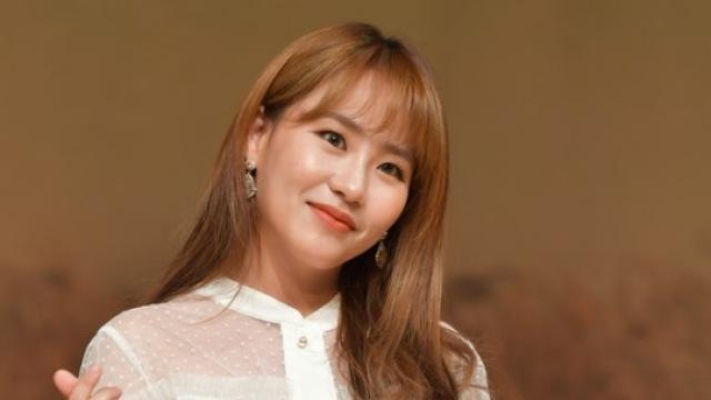 """""""솔로 데뷔 어쩌나""""…조현아, 채진과 사생활 사진 유출 논란"""