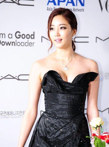 [단독] 김사랑, '퍼펙트맨'으로 10년만에 영화 컴백…설경구와 호흡  기본이미지