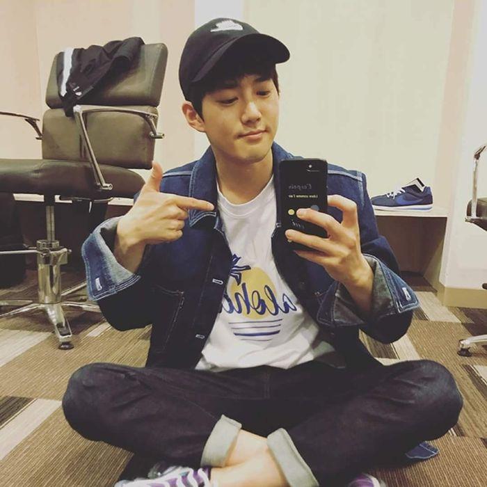 EXO 수호, 휴대전화기 케이스로 드러낸 '루게릭 환우 향한 따뜻한 마음'