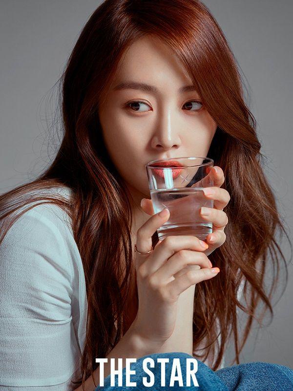 """카라 출신 니콜 """"멤버들과 꾸준히 연락…활동은 여름쯤"""""""