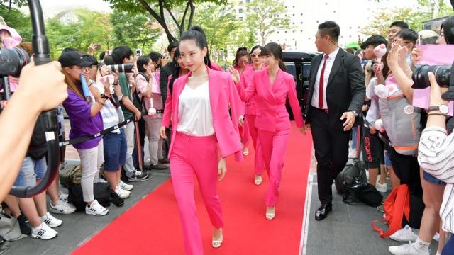 [E포토]에이핑크, 레드카펫 위 핑크 수트