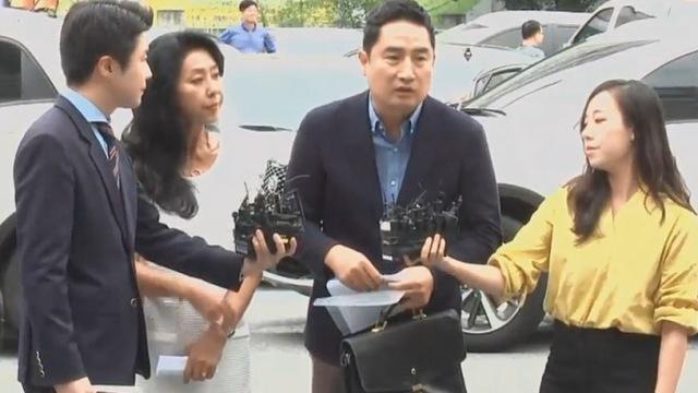김부선, 경찰 출두 과정서 시민과 설전 해프닝