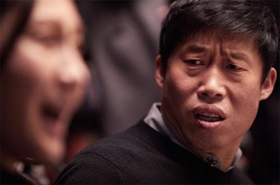 """""""영화관이 웃음바다""""…'완벽한 타인', 7일 만에 200만 돌파  기본이미지"""