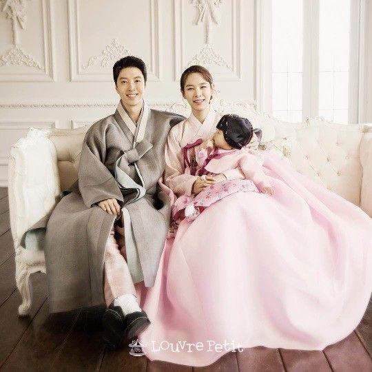 """""""딸 로아 예쁘죠?""""…이동건♥조윤희, 한복입은 단란한 가족"""