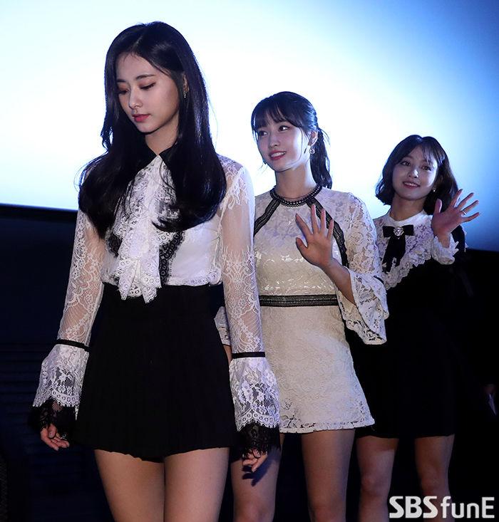 [E포토]트와이스 쯔위-모모-지효, '예쁜애 옆 예쁜애 옆 예쁜애'