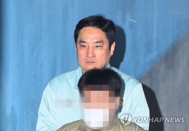 """'항소' 강용석 변호사 """"심려 끼쳐 죄송…사문서위조 인정 못한다""""  기본이미지"""