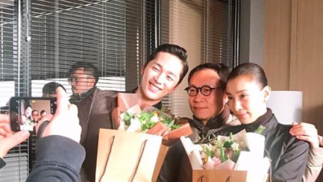 '쓰앵님'의 밝은 미소…김서형, 'SKY 캐슬' 촬영 마쳤다