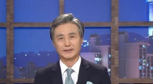 """""""반듯한 父 없어 '수꼴' 마이크 잡아""""…변상욱 앵커, 조국 비판한 청년 '조롱' 논란"""