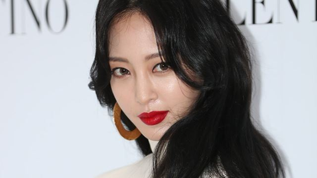 한예슬 유튜브 운영자가 안티?…자막 논란에 영상 삭제 조치