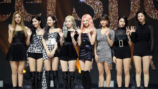 트와이스 'Feel Special', K팝 걸그룹 초동 신기록 경신