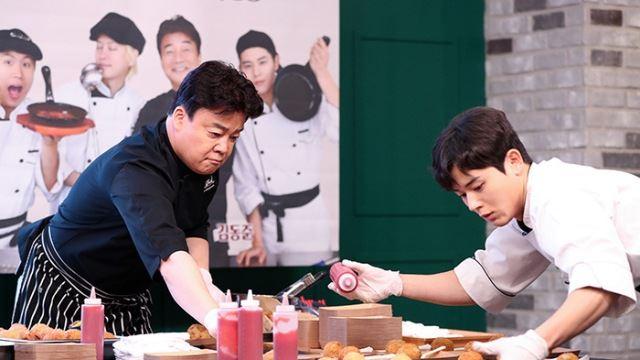 [E포토]백종원-김동준, '진지한 요리 시연'