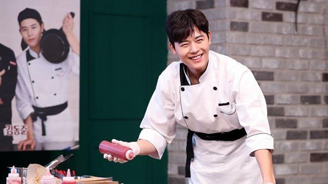 [E포토]김동준, '요리하는 남자'