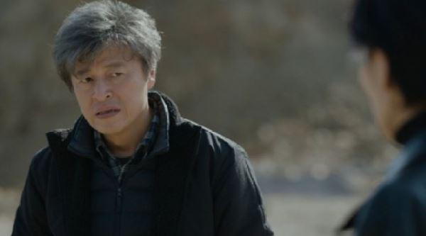 """'아무도 모른다' 권해효 일으켜 세운 김서형 """"믿지 않아도 손 내밀 수 있어"""""""