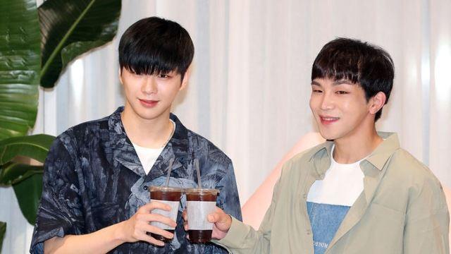 [E포토] 강다니엘-플레이제이, '커피 짠'