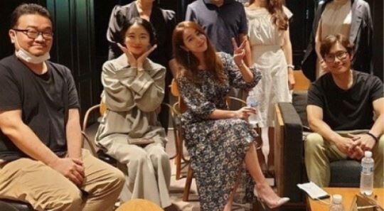 이병헌♥이민정, 나란히 극장 데이트...절친 이정현 응원
