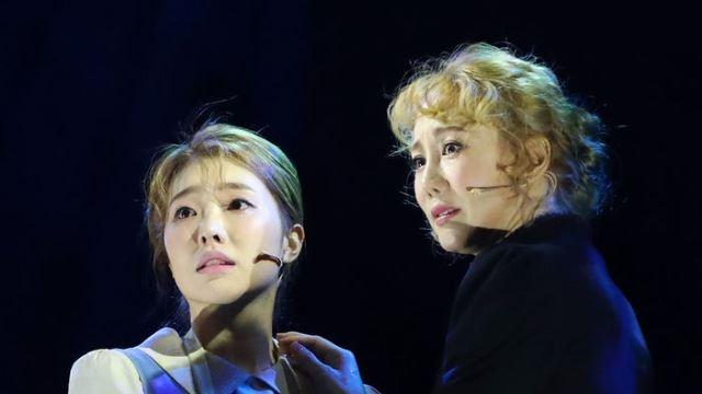 [E포토] 이봄소리-김소향, '다시 손 잡은 마리와 안느'