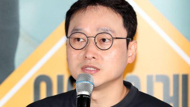 [E포토] 인사말 전하는 배우 신재훈