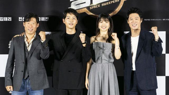 송중기X김태리 '승리호', 코로나19에 발목…개봉 잠정 연기(공식)