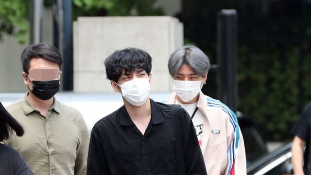 [E포토] 데이식스 원필-영케이, '시크한 출근길'