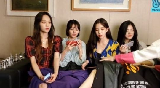 """""""다리 보여줘야지""""...17세 멤버 포함 걸그룹에 노출 강요 발언 파문"""