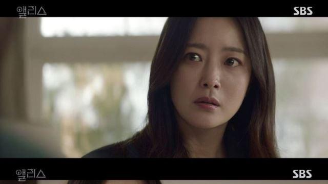 '앨리스' 주원母 김희선, 예언서 비밀 아는 제2의 김희선 살리기 위해 '예언서' 태웠다