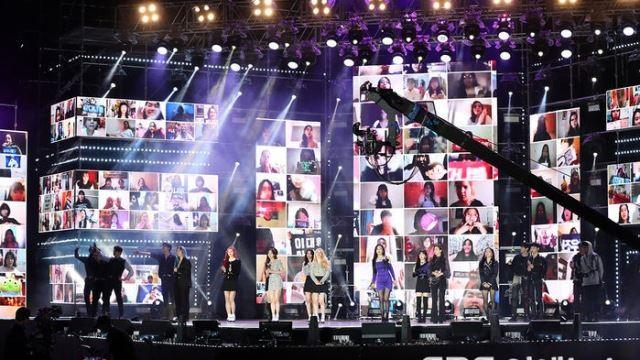 [E포토] 온택트로 열린 '영동대로 K-POP 콘서트'