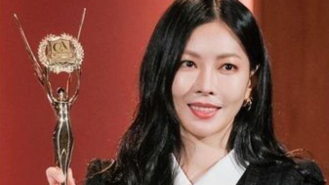 '펜트하우스' 김소연, 25년 전 악몽의 트로피 번쩍…교활한 악녀 미소